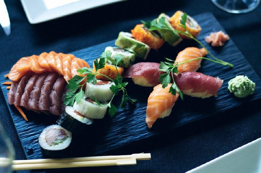 Imbiss Asia Hot-Wok mit kulinarischen asiatischen Spezialitäten in Würzburg.